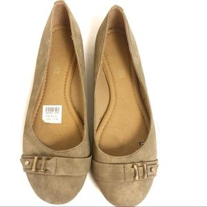 American Eagle Taupe Flats with Buckle NWT 7 1/2